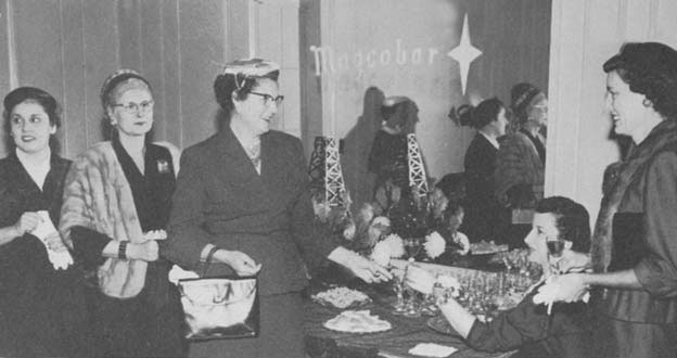 Lagcoe Women enjoying LAGCOE 1955
